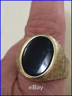 8.3 G men's 14k yellow gold large oval black onyx stone band sz 11 vintage oldie
