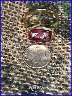 Vintage 10K Yellow Gold Men's Masonic Ring Red Stone Size 11.5 8.9 Grams