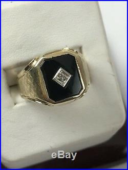 Vintage 14 K Yellow Gold Men's I Black Onyx Diamond Ring