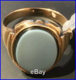 Vintage Men's 14kt Yellow Gold Bi Colored Onyx Signet Ring. Size 10