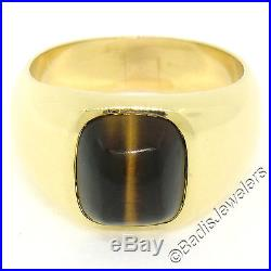 Vintage Men's Solid 18K Yellow Gold Cushion Cabochon Tiger's Eye Solitaire Ring